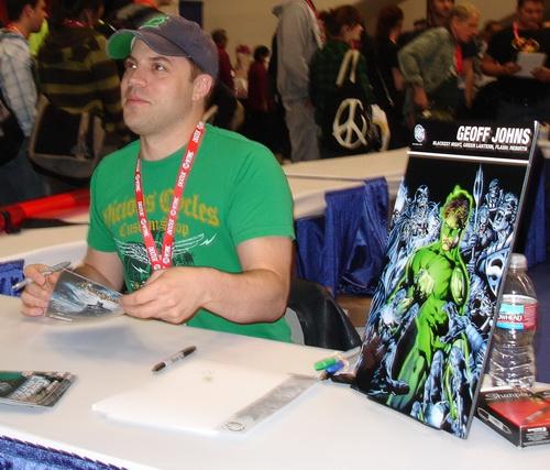 Geoff Johns signing autographs at WonderCon 2010