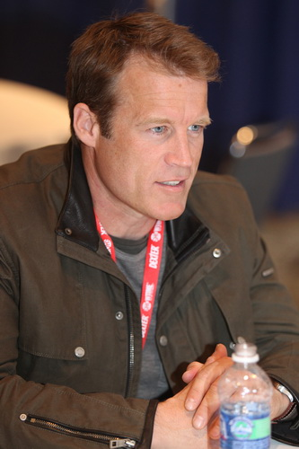 Mark Valley stars in Human Target