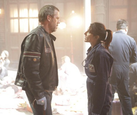 Hugh Laurie, (L) and Lisa Edelstein (R) in HOUSE on Fox