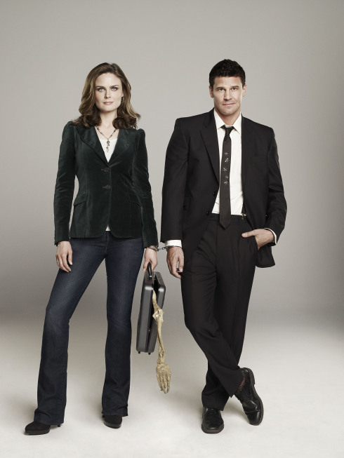 ONES: Emily Deschanel as Dr. Temperance Brennan (L) and David Boreanaz as FBI Special Agent Seeley Booth (R)