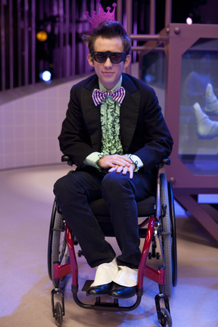 GLEE: Artie (Kevin McHale) performs in