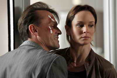 Robert Knepper and Sarah Wayne Callies (The Walking Dead) in Prison Break