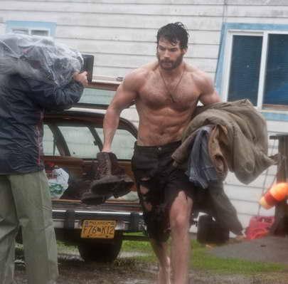 Superman Set Pics Henry Cavill w Beard 'Man of Steel'