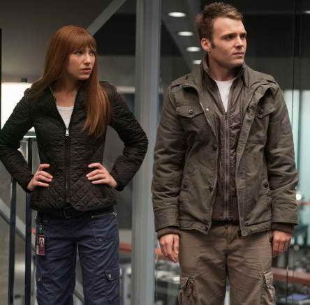 Seth Gabel and Anna Torv in Fringe