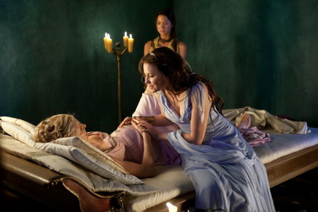 Spartacus Vengeance - Lucy Lawless and Viva Bianca