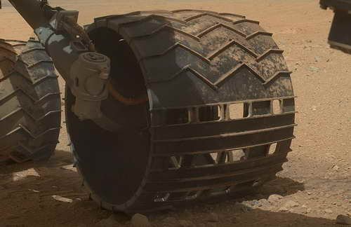 Curiosity wheels on Mars