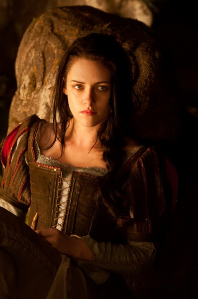 Kristen Stewart in Snow White and the Huntsman, a movie review