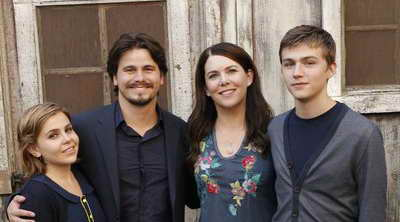 Lauren Graham, Jason Ritter, Mae Whitman and Mark Cyr in Parenthood, a season premiere review