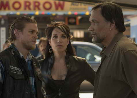 Jimmy Smits, Katey Sagal and Charlie Hunnam in Sons of Anarchy ep Stolen Huffy