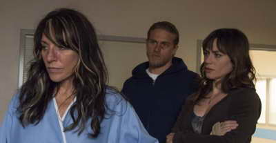 Recap - Katey Sagal, Charlie Hunnam, Maggie Siff and Tara Knowles in Sons of Anarchy - Ablation