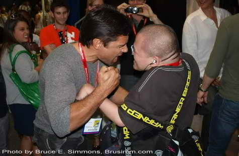 Manu Bennett (Spartacus) with a fan at Comic Con