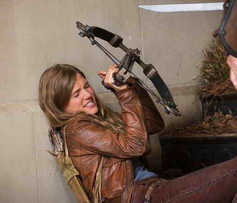 Tracy Spiridakos in Revolution action scene