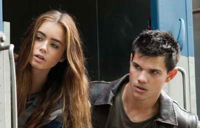 Abduction: produciton still of Taylor Lautner and Lily Collins