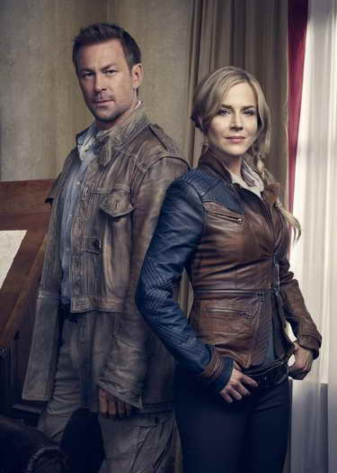 Julie Benz and Grant Bowler in 'Defiance'