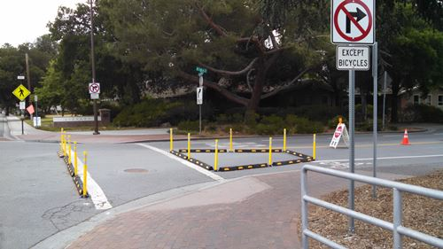 Alma and Ravenswood, no right turn